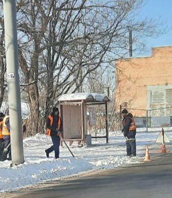 Коммунальные службы продолжают уборку снега