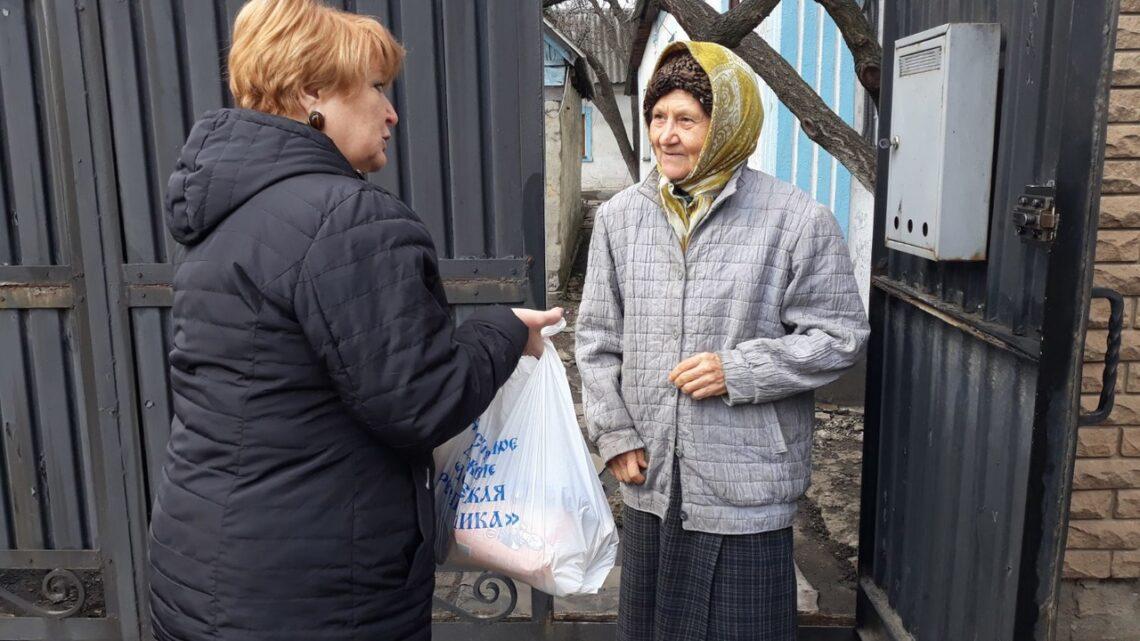 Активисты Куйбышевского района города Донецка посетили бывших узников фашистских концлагерей.
