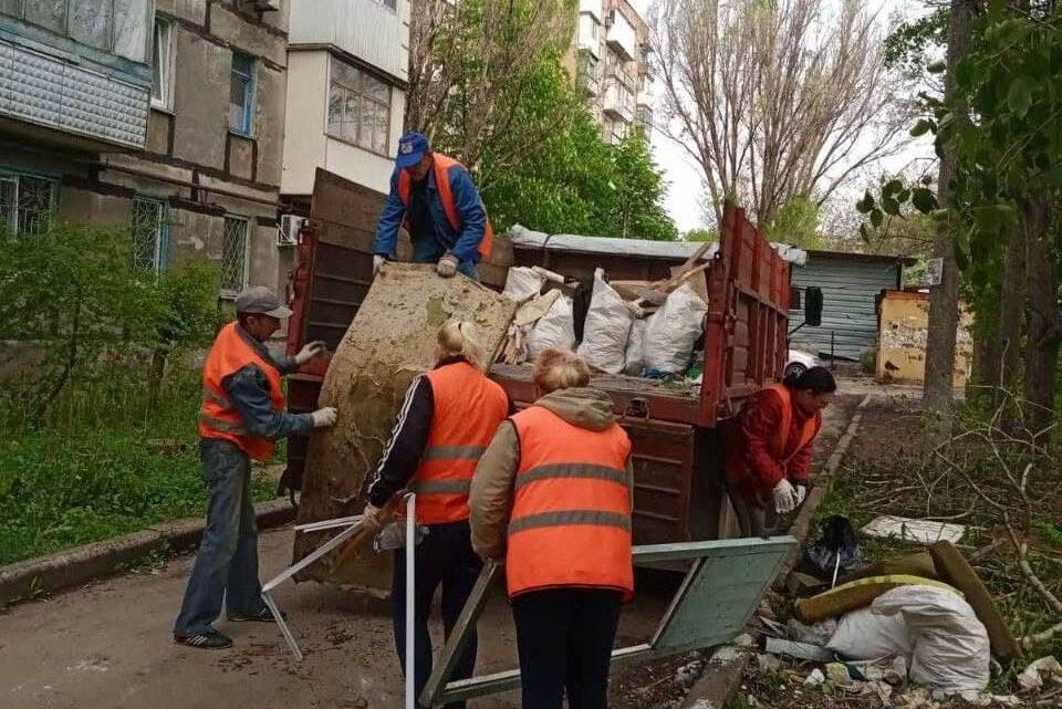 Продолжаются работы по благоустройству территории Куйбышевского района