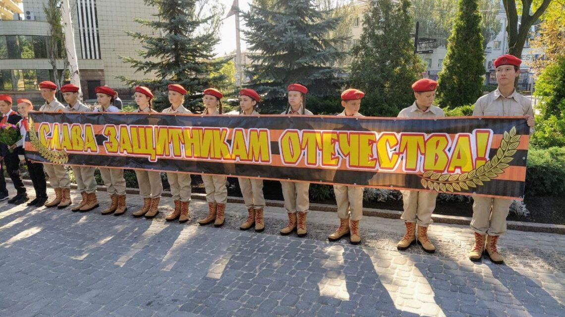 Возложение цветов к памятнику Героя Советского Союза Николаю Ватутину