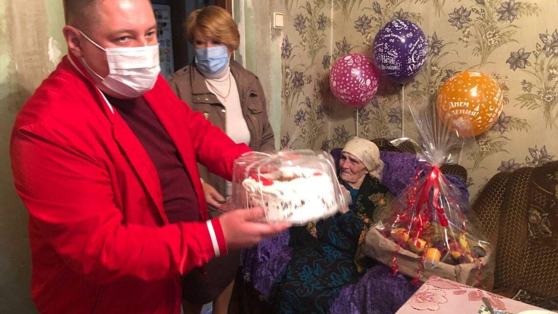 Глава администрации Куйбышевского района г. Донецка поздравил с юбилеем жительницу Куйбышевского района